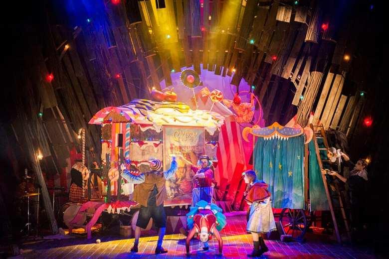 Hansel and Gretel Citizens Theatre, Glasgow Photo Tim Morozzo