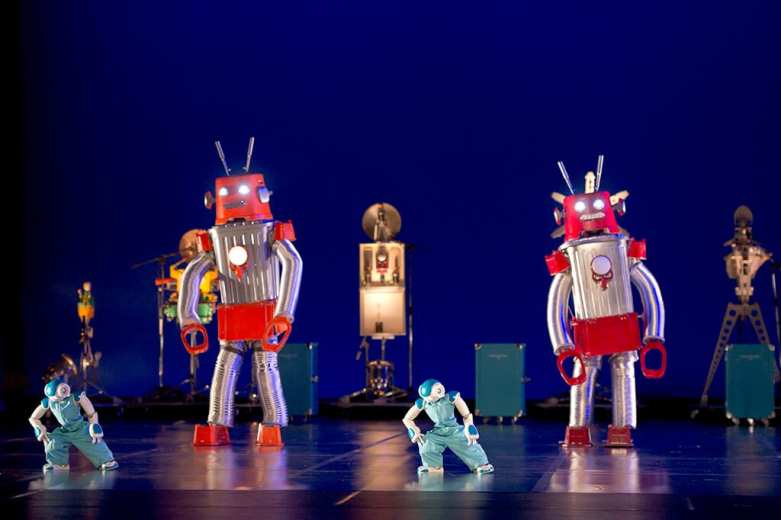 ROBOT. Blanca Li Dance Company. Barbican Centre photo credit Laurent Philippe