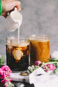 porter cold brew iced coffee is a rich & creamy iced coffee cocktail perfect for springtime & summer weekend brunch vibes! the intense coffee flavor of cold brew coffee meets its perfect match in the slightly sweet & roasty flavors of dark porter beer. porter cold brew iced coffee will be your go-to coffee treat this summer! | cold brew coffee, brunch cocktail recipe, coffee cocktail recipe, spiked coffee, iced coffee |