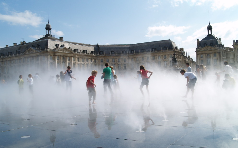 Bordeaux france a must visit pedestrian only paradise for Mirror pool bordeaux
