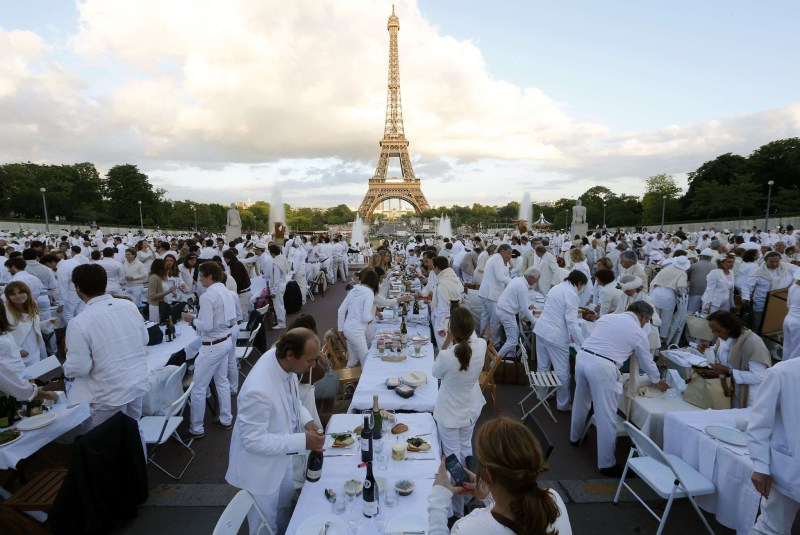 Eiffel Tower White Dinner