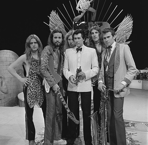 Roxy Music on AVRO's TopPop (Dutch television show) in 1973. Sal is pictured second from right, rocking his lamé suit jacket. (AVRO [CC BY-SA 3.0 (https://creativecommons.org/licenses/by-sa/3.0)], via Wikimedia Commons)