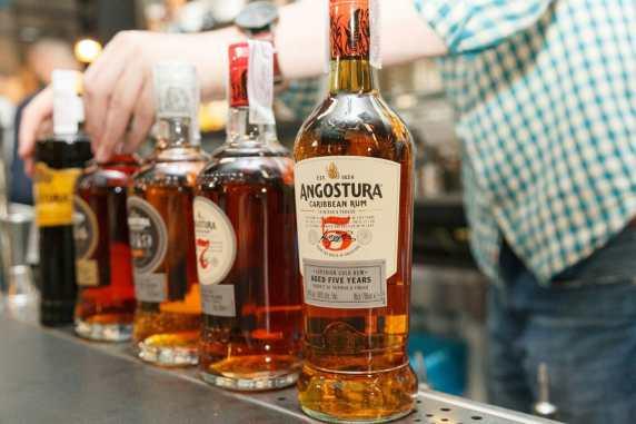 Angostura rum rhum