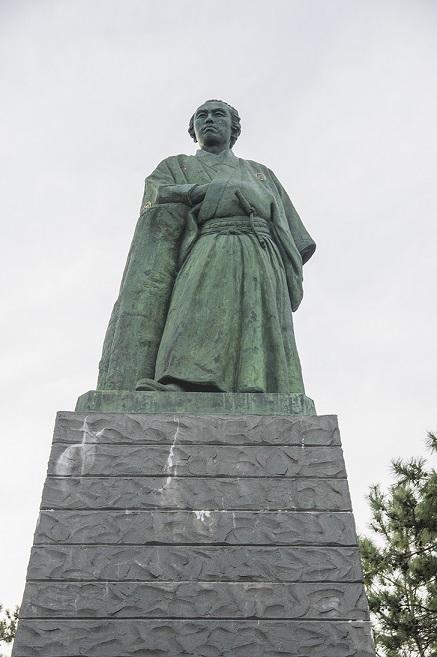 高知県桂浜の坂本龍馬の銅像写真