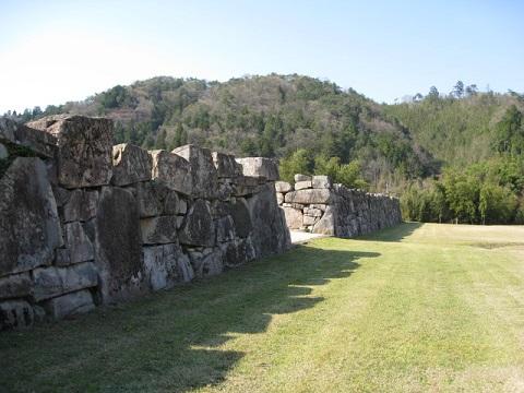 現在の大手門跡の石垣