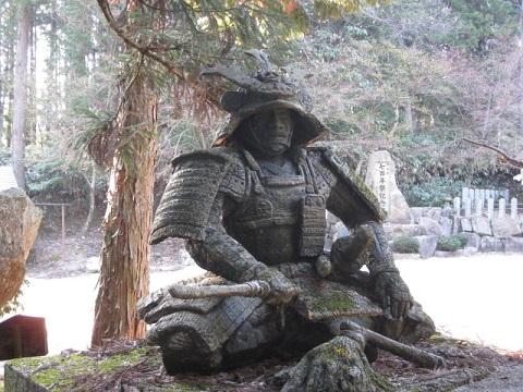 吉川元春銅像