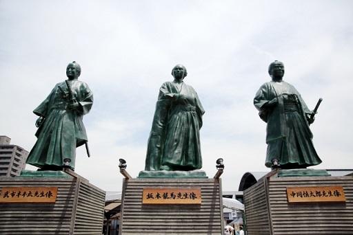 坂本龍馬、武市半平太、中岡慎太郎の銅像