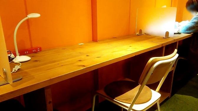 shakehands-desk