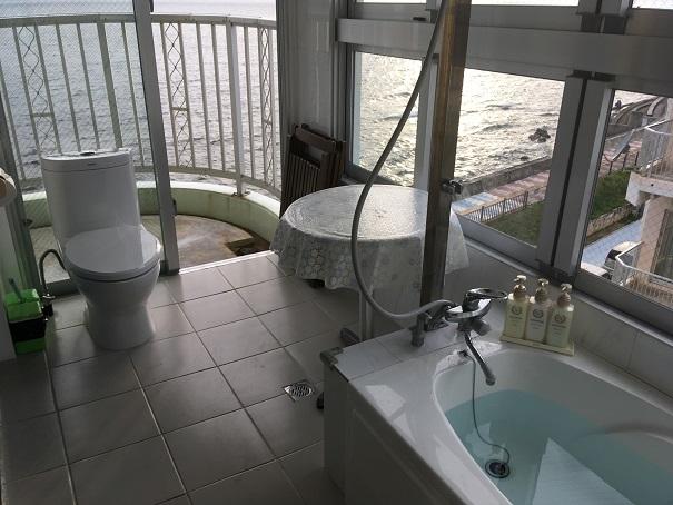 沖縄オーシャンフロントのお風呂とトイレ