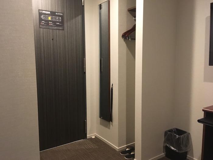 ホテルリブマックス本町の部屋の入り口