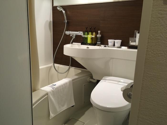 ホテルリブマックス淀屋橋のトイレとお風呂