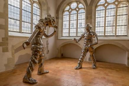 Couvent des capucins,le déambulatoire. Sculptures de Thomas Schütte: Grosse Geister (grands esprits).