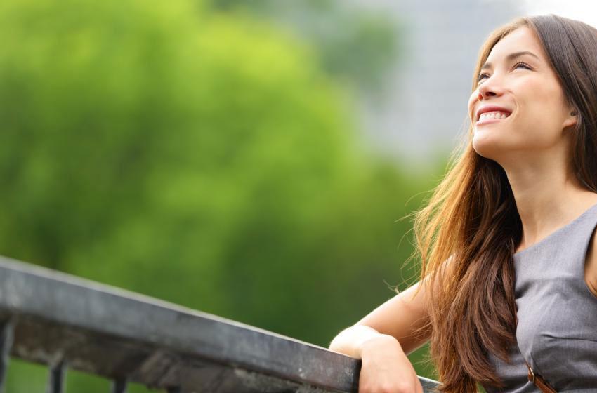 https://images.wisegeek.com/girl-leaning-on-railing.jpg