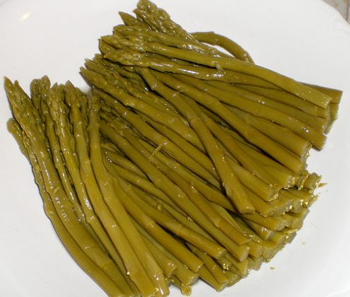 Gross canned asparagus