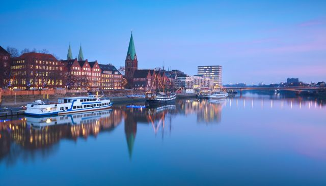 24354066 - beautiful sunset over river in bremen, germany