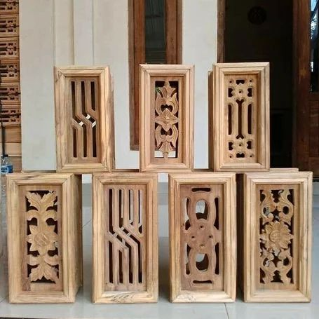 loster kayu ukir