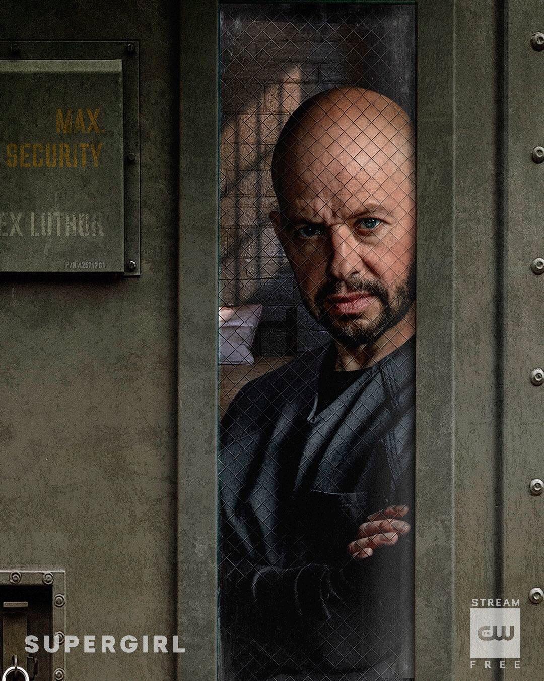 Jon Cryer es Lex Luthor en la temporada 4 de Supergirl. Imagen: Supergirl Twitter (@TheCWSupergirl).