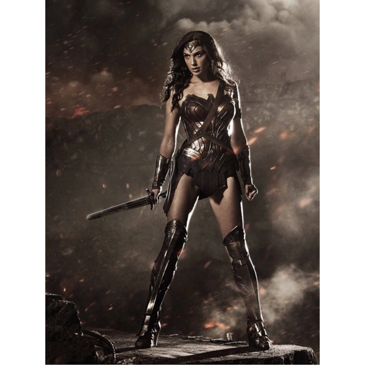 Gal Gadot como Wonder Woman en Batman v Superman: Dawn of Justice (2016). Imagen: Gal Gadot Twitter (@Gal Gadot).