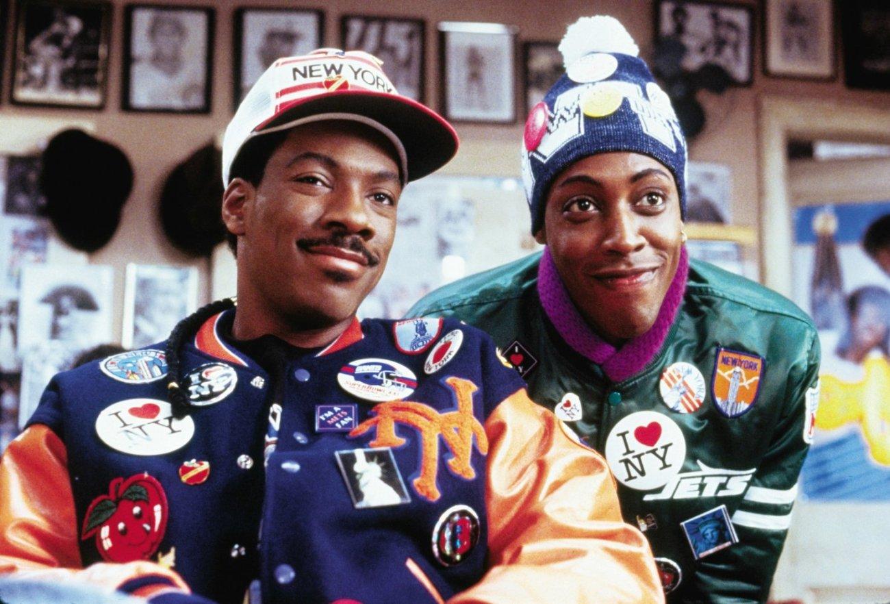 Akeem (Eddie Murphy) y Semmi (Arsenio Hall) en Coming to America (1988). Imagen: Paramount Pictures