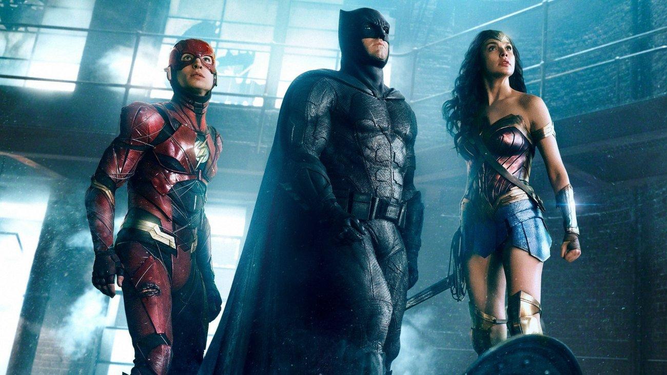 Flash (Ezra Miller), Batman (Ben Affleck) y Wonder Woman (Gal Gadot) en Justie League (2017). Imagen: fanart.tv