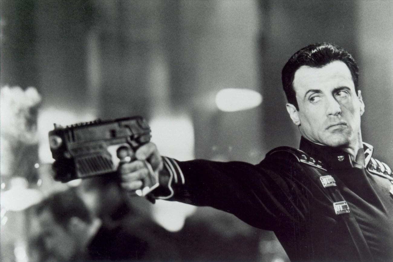 El Juez Joseph Dredd (Sylvester Stallone) en Judge Dredd (1995). Imagen: Virtual History