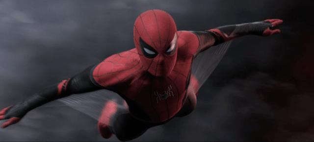 Spider-Man (Tom Holland) planeando con su nuevo traje en Spider-Man: Far From Home (2019). Imagen: Marvel.com
