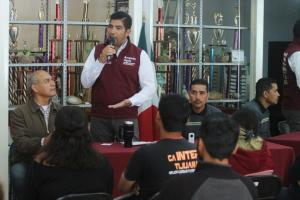 Ofrece Ayala apoyos al deporte popular y poner orden en el Inmudere