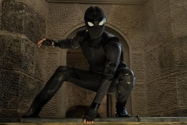 El traje stealth de Spider-Man (Tom Holland) en Spider-Man: Far From Home (2019). Imagen: ComicBookMovie.com
