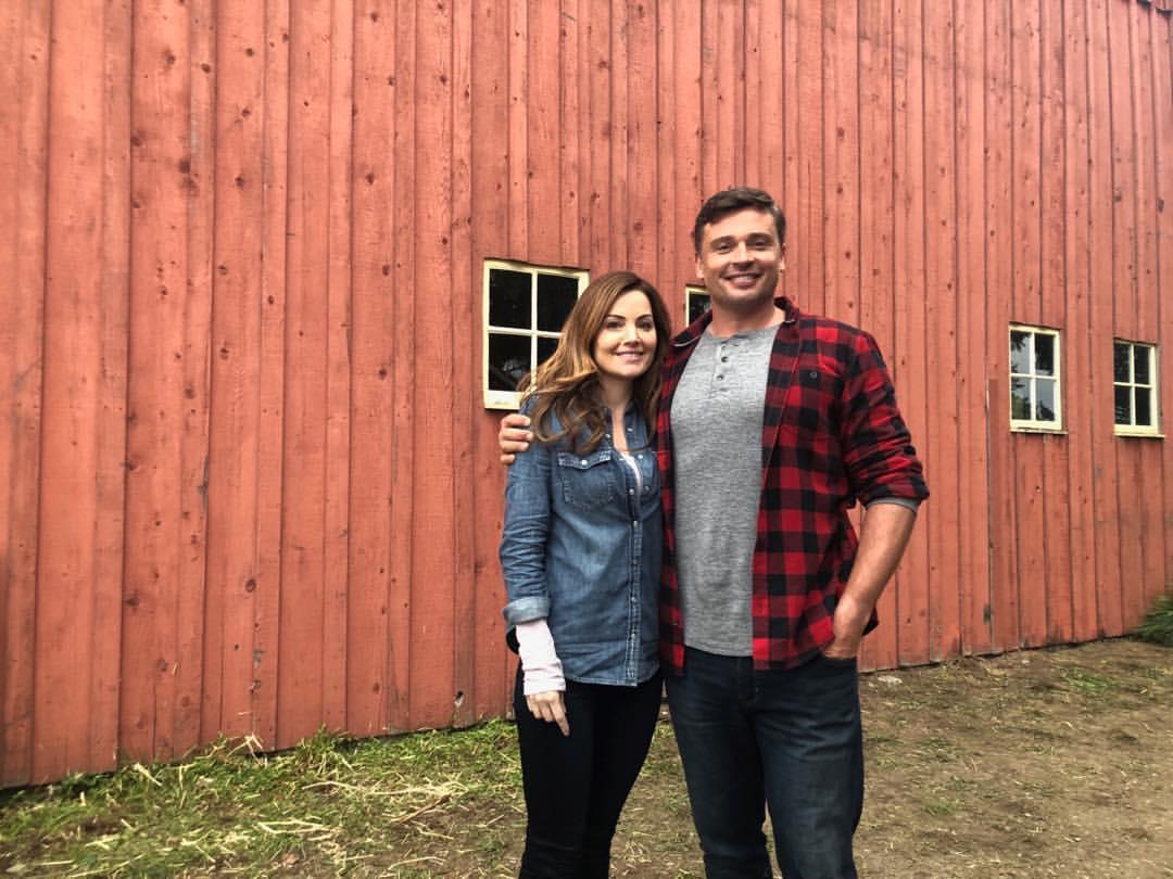 Erica Durance y Tom Welling en el set de Crisis on Infinite Earths. Imagen: Erica Durance Instagram (@durance.erica).