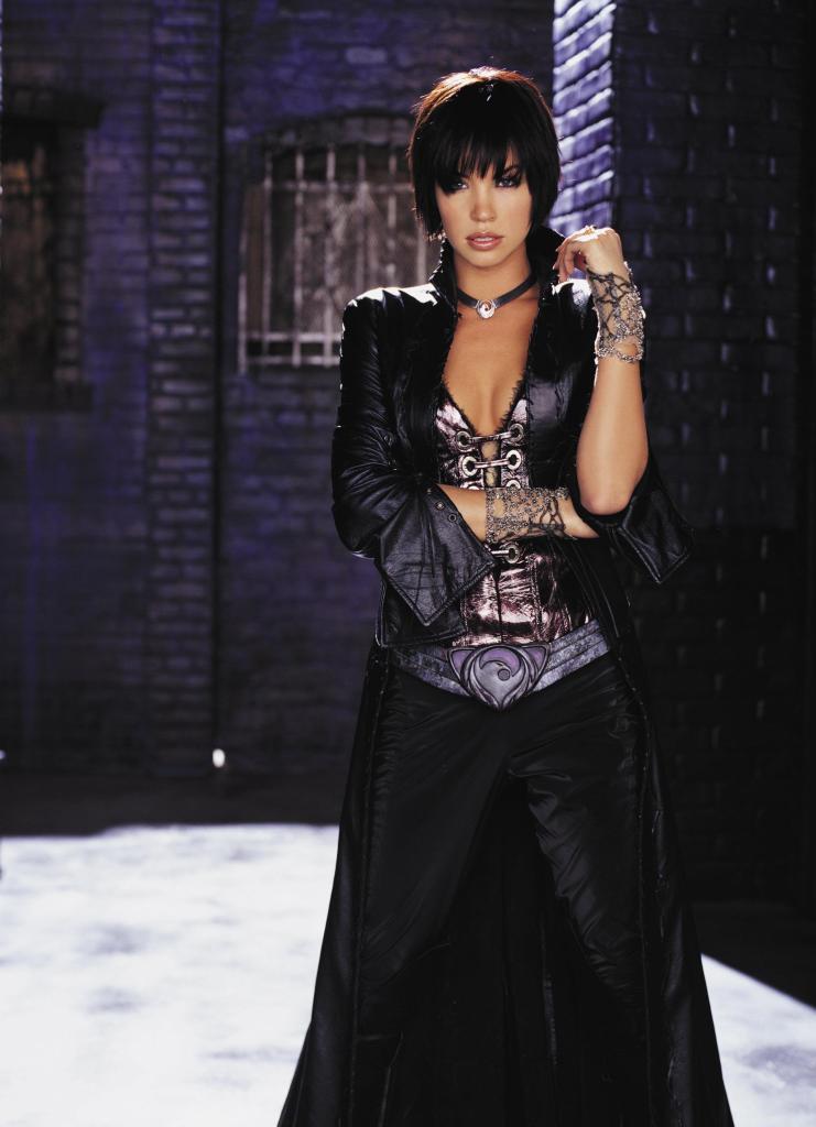 Ashley Scott como The Huntress en Birds of Prey (2002-2003). Imagen: dvdbash.com