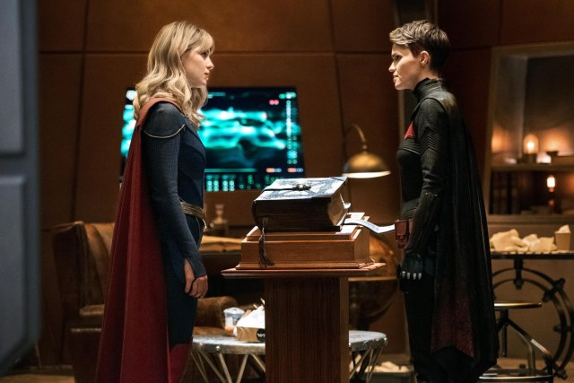Kara Zor-El/Kara Danvers/Supergirl (Melissa Benoist) y Kate Kane/Batwoman (Ruby Rose) en Crisis on Infinite Earths: Part Three. Imagen: Dean Buscher/The CW