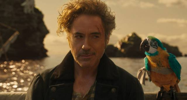 El Dr. John Dolittle (Robert Downey Jr.) y uno de sus amigos (voz de Emma Thompson) en Dolittle (2020). Imagen: Universal Pictures