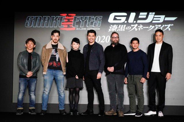 El elenco y equipo de Snake Eyes: G.I. Joe Origins (2020): El coordinador de dobles Kenji Tanigaki, Andrew Koji (Storm Shadow), Haruka Abe (Akiko), Henry Golding (Snake Eyes), el director Robert Schwentke, Iko Uwais (Hard Master) y Takehiro Hira (Kenta). Imagen: G.I. Joe Twitter (@GIJoeMovie).