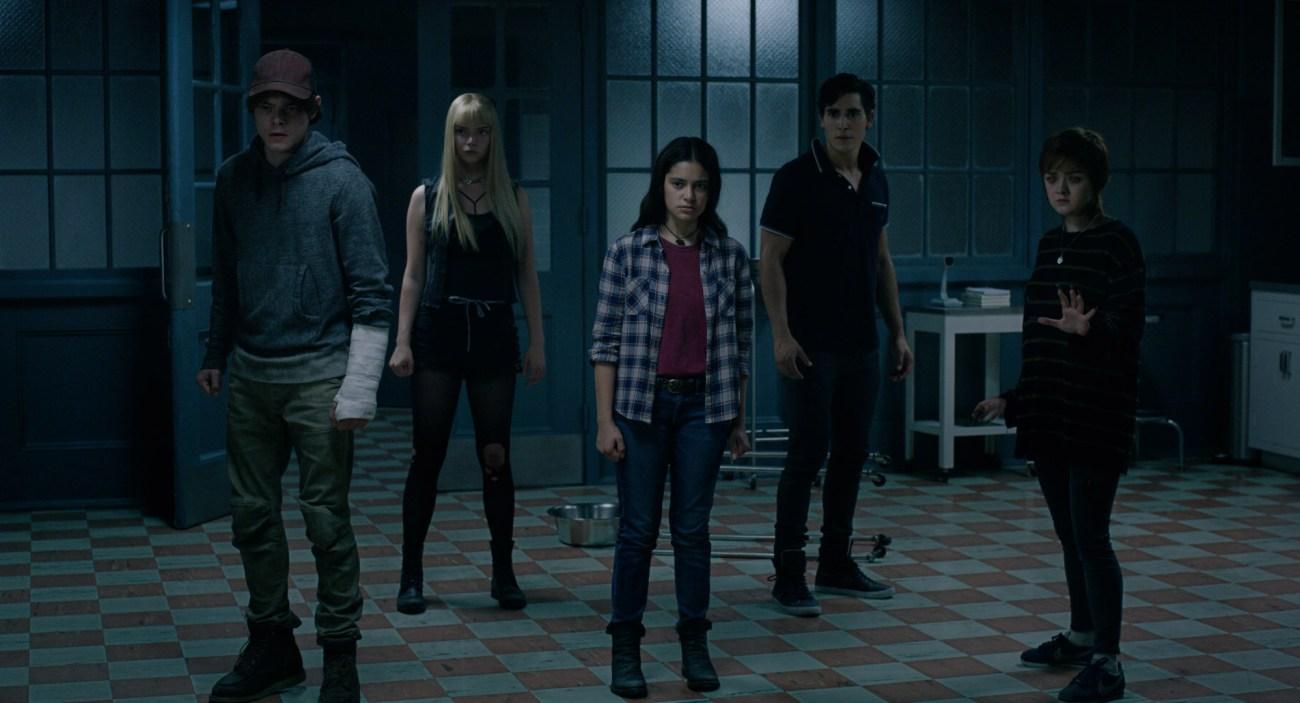 Charlie Heaton, Anya Taylor-Joy, Blu Hunt, Charlie Heaton, Henry Zaga y Maisie Williams en The New Mutants (2020). Imagen: ComicBookMovie.com (CBM).