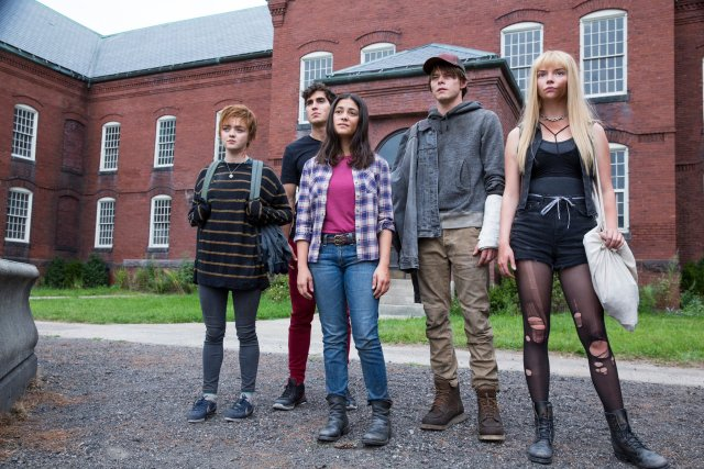 Maisie Williams, Henry Zaga, Blu Hunt, Charlie Heaton y Anya Taylor-Joy en The New Mutants (2020). Imagen: New Mutants Twitter (@NewMutantsFilm).
