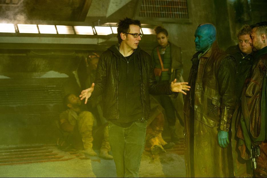 El director James Gunn y Michael Rooker como Yondu Udonta en el set de Guardians of the Galaxy (2014). Imagen: IMDb.com