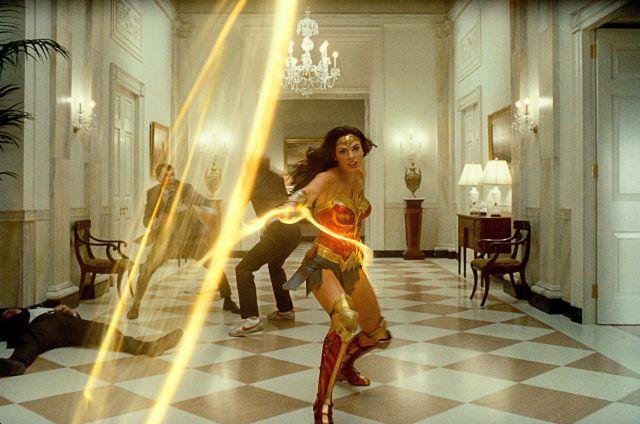 Wonder Woman (Gal Gadot) y el Lazo de la Verdad en Wonder Woman 1984 (2020). Imagen: Batman-News.com