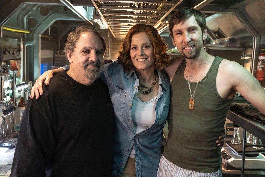 El productor Jon Landau, Sigourney Weaver y Joel David Moore en el set de las secuelas de Avatar (2009). Imagen: Jon Landau Instagram (@jonplandau).