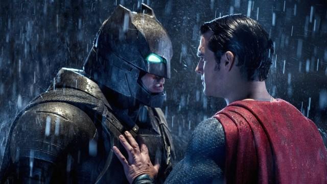 Batman (Ben Affleck) y Superman (Henry Cavill) en Batman v Superman: Dawn of Justice (2016). Imagen: fanart.tv