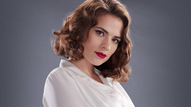 Hayley Atwell como Peggy Carter en la serie de televisión Agent Carter (2015-2016). Imagen: fanart.tv
