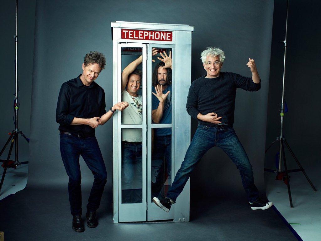 Chris Matheson (izquierda) y Ed Solomon (derecha) escribieron el guión de Bill & Ted Face the Music (2020), protagonizada por Alex Winter y Keanu Reeves. Imagen: Ed Solomon Twitter (@ed_solomon).