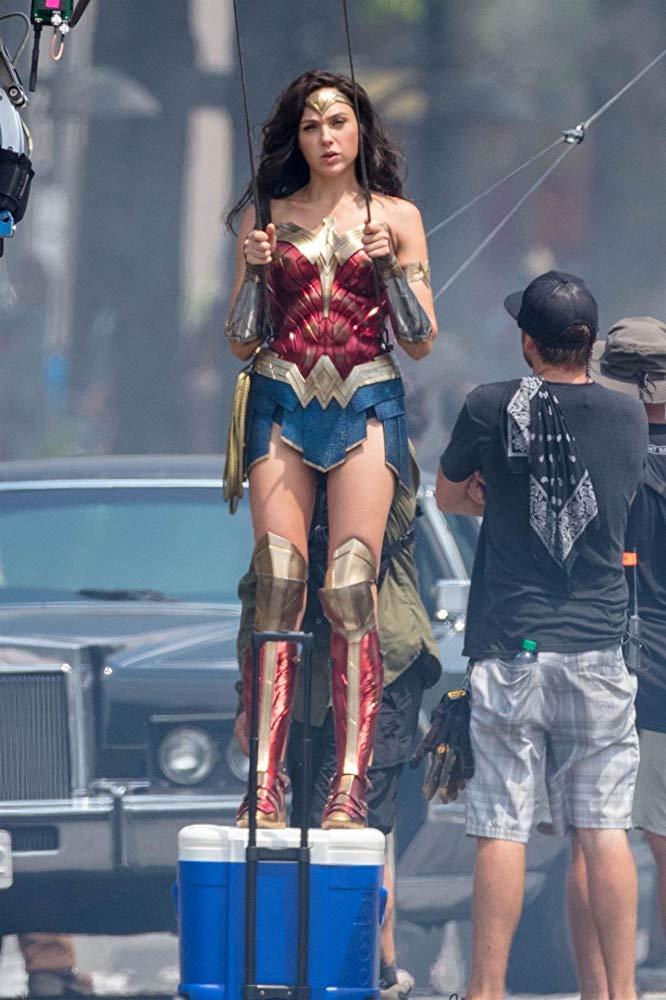 Gal Gadot como Wonder Woman en el set de Wonder Woman 1984 (2020). Imagen: IMDb.com