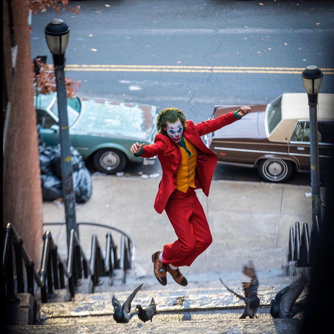 Joaquín Phoenix como The Joker en Joker (2019). Imagen: Todd Phillips Instagram (@toddphillips1).