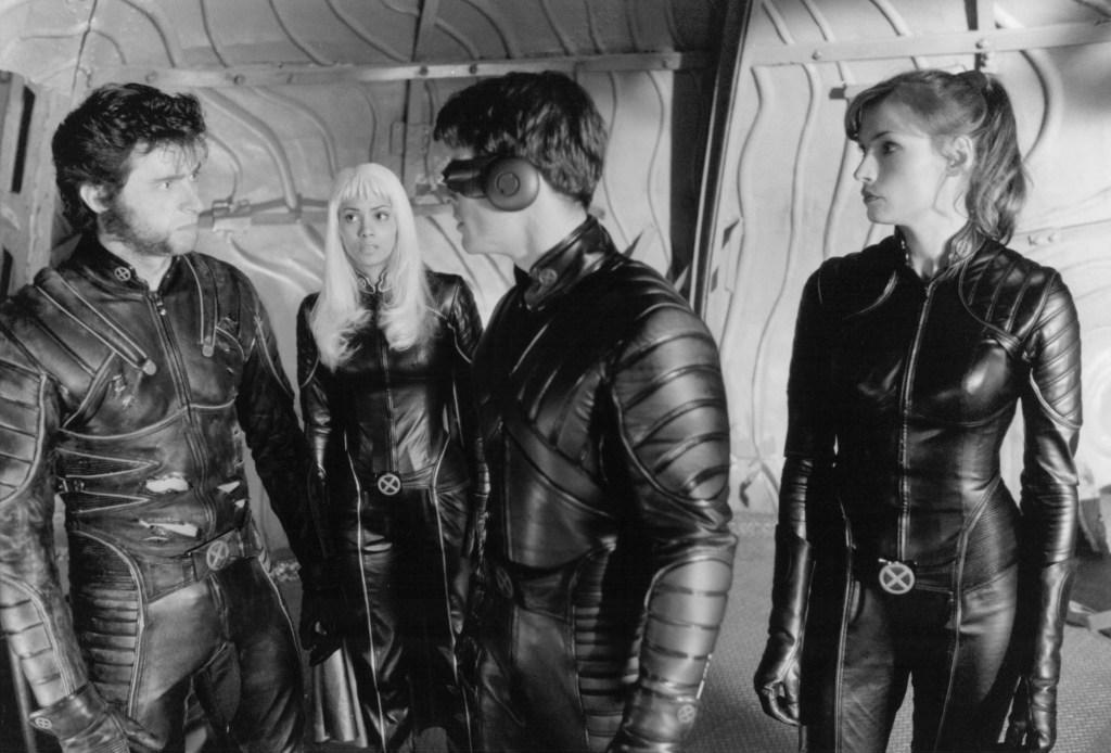 Wolverine (Hugh Jackman), Storm (Halle Berry), Cyclops (James Marsden) y Jean Grey (Famke Janssen) en X-Men (2000). Imagen: 20th Century Fox Film Corporation