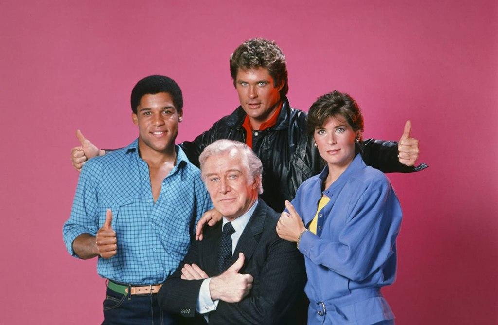 Michael Knight (David Hasselhoff), Devon Miles (Edward Mulhare), Bonnie Barstow (Patricia McPherson) y Reginald Cornelius III/RC3 (Peter Parros) en la temporada 4 de Knight Rider (1982-1986). Imagen: gettyimages.com