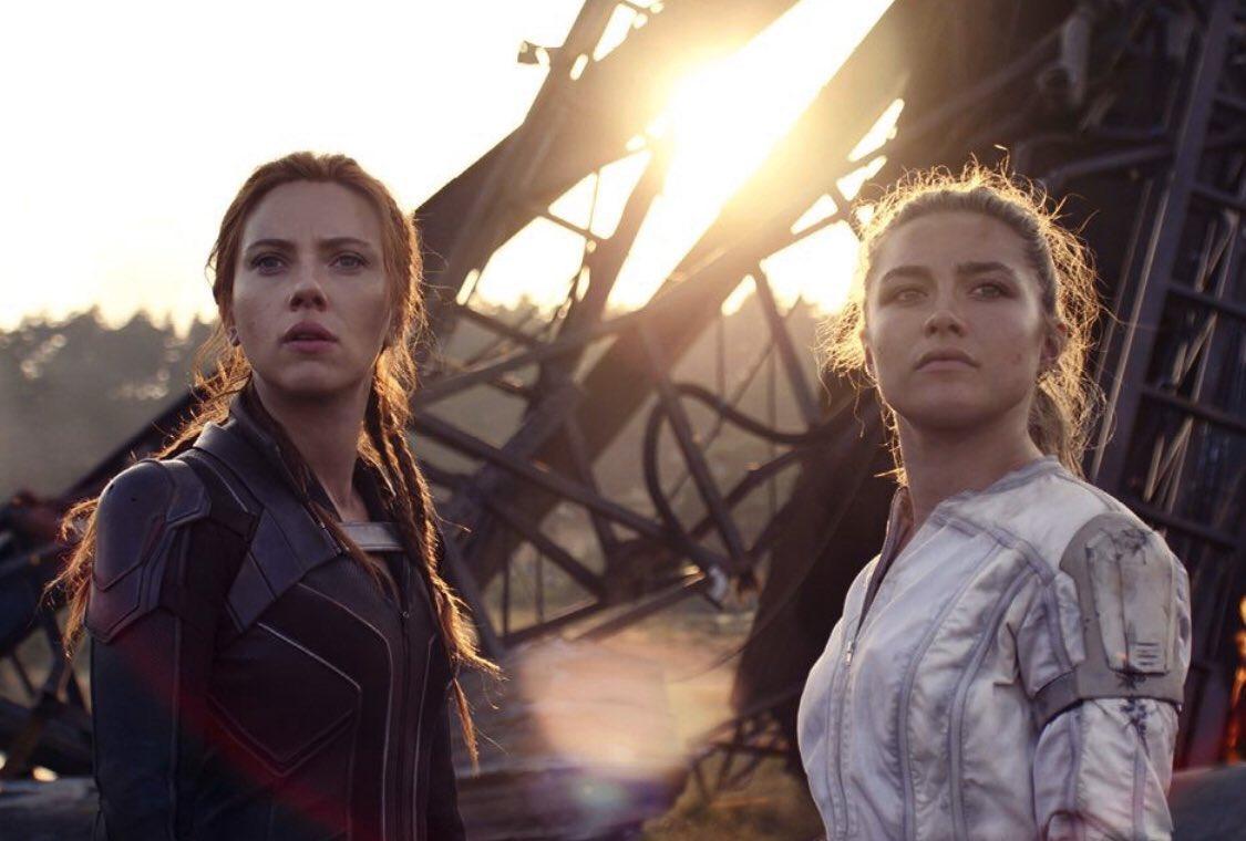 Natasha Romanoff (Scarlett Johansson) y Yelena Belova (Florence Pugh) en Black Widow (2021). Imagen: Black Widow  Movie Twitter (@blackwidow).