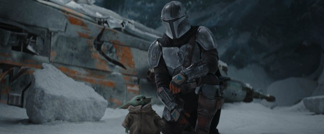 Baby Yoda (The Child) y Din Djarin/The Mandalorian (Pedro Pascal) en la temporada 2 de The Mandalorian. Imagen: StarWars.com