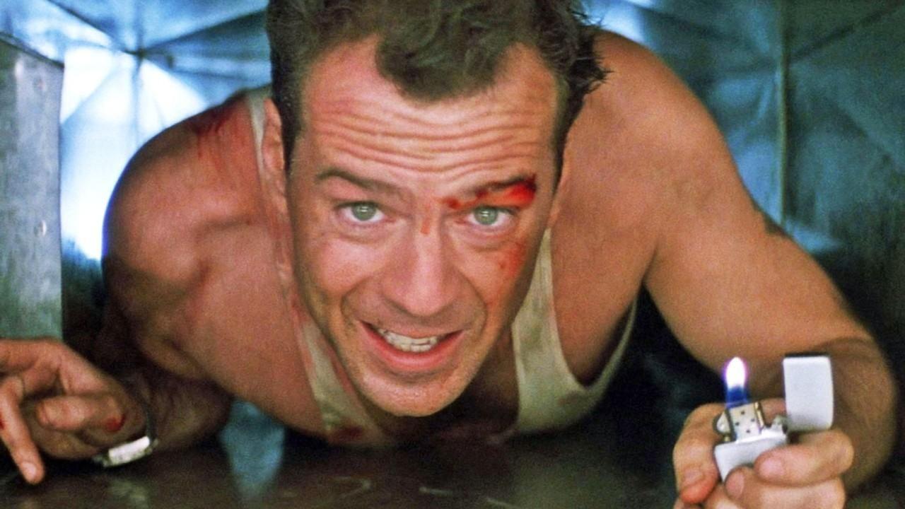 Bruce Willis como John McClane en Die Hard (1988). Imagen: pinterest.com