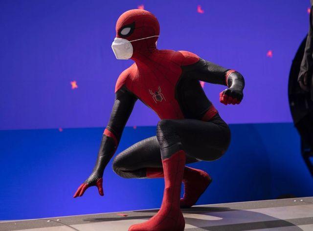 Tom Holland como Spider-Man/Peter Parker en el set de Spider-Man 3 (2021). Imagen: Tom Holland Instagram (@tomholland2013).