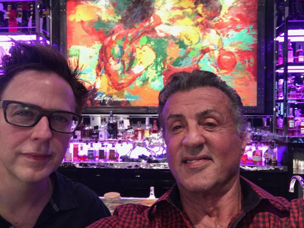 El director James Gunn y Sylvester Stallone. Imagen: James Gunn Twitter (@JamesGunn).
